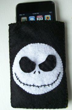 Jack Skull Felt Phone Cases, Felt Case, Diy Phone Case, Quick Crafts, Diy And Crafts, Felt Wallet, Pochette Portable, Teaching Aids, Felt Patterns