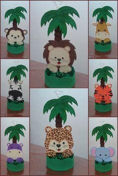 Centro de mesa confeccionado em EVA para decorar festas de aniversários, chás de bebê... Utilize para decorar a mesa dos convidados e também para presenteá-los ao final da festa Observações: * o prazo de produção serve apenas de base, portanto, antes de fechar seu pedido favor consultar ... Jungle Theme Birthday, Jungle Party, Safari Party, Safari Theme, Baby Party, Jungle Decorations, Baby Shower Decorations, Jungle Centerpieces, Animal Party