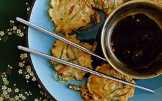 korean-inspired shrimp and scallion pancakes Seafood Recipes, Appetizer Recipes, Snack Recipes, Snacks, Appetizers, Scallion Pancakes, Savory Pancakes, Crackers, Easy Asian Recipes