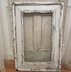 how to distress using vaseline and spray paint. This works so well. Gives the perfect finish. Backside of frame and chicken wire Do It Yourself Design, Do It Yourself Inspiration, Diy Projects To Try, Wood Projects, Craft Projects, Craft Ideas, Painted Furniture, Diy Furniture, Distressed Furniture