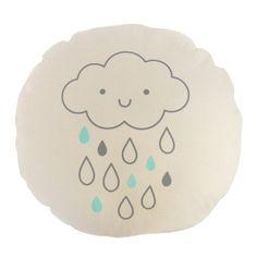 <p>Ravissant coussin rond avec le dessin d'un nuage avec quelques gouttes de pluie<span>, impression et confection française, garnissage 100% polyester, lavable en machine, design Zü. Pour apporter une touche déco et douce à la chambre de votre enfant ! On aime cet imprimé doux et raffiné.<br /></span></p>