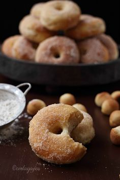 Donuts al horno (II) {by Paula, Con las Zarpas en la Masa} Egg Recipes, Sweet Recipes, Cake Recipes, Healthy Recipes, Easy Snacks, Easy Meals, Pan Dulce, Desserts To Make, Sweet Bread