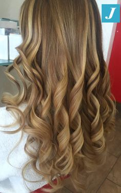 Capelli biondi firmati Degradé Joelle! #cdj #degradejoelle #tagliopuntearia #degradé #igers #musthave #hair #hairstyle #haircolour #longhair #ootd #hairfashion #madeinitaly