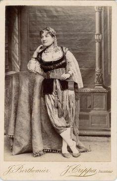 J. Berthomier, J. Crippa Succr., Constantine, Costume de Femme Vintage albumen | Collections, Photographies, Anciennes (avant 1900) | eBay!