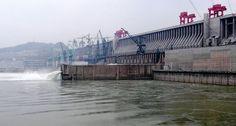Maior usina hidrelétrica do mundo evitou a #emissão de 100 mi ton de C02 em 2014: http://abr.ai/1xv7rRE