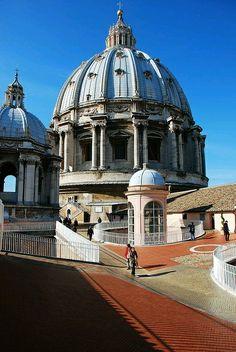 Cúpula de San Pedro, desde los miradores del museo. Roma Italia