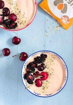 This Peanut Butter & Jelly Smoothie Bowl is so nutritious, but tastes like you're eating a giant bowl of ice cream for breakfast! Snack Recipes, Dessert Recipes, Brunch Recipes, Summer Recipes, Vegetarian Recipes, Healthy Recipes, Pb2 Powdered Peanut Butter, Ice Cream For Breakfast, Blackberry Smoothie