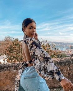"""𝓢𝓸́𝓷𝓲𝓪 𝓑𝓮𝓵𝓸 on Instagram: """"I feel like it's springtime in Lisbon ! How is the weather in your city today?"""" Feel Like, Munich, Lisbon, Spring Time, Feminine, Ootd, Weather, Feelings, Outfits"""