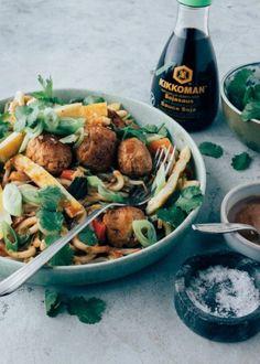 Ramen (noedelsoep) met rode curry en kip - Uit Paulines Keuken Curry Ramen, Poke Bowl, Barbecue, Stuffed Mushrooms, Pasta, Beef, Chicken, Vegetables, Ethnic Recipes