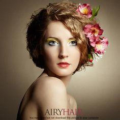 Hellbraune Frisur mit roter Blume on Aktuelle Haarstylings und Fashion-Trends, Fashion Blog  https://www.airyhair.com/blog/de/social-gallery/lt-4