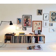 simple art gallery wall and record storage. simple art gallery wall and record storage. Apartment Decoration, Small Apartment Decorating, Interior Decorating, Decorating Tips, Deco Design, Home And Deco, My New Room, Picture Wall, Nice Picture