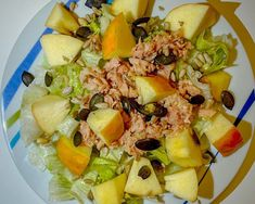"""Chrono Diät on Instagram: """"Kürbiskerne, Sonnenblumenkerne, Kerne Kerne....Kerne gehen immer! 😋😉 ____________________________________  Thunfisch Salat mit Äpfeln…"""" Cobb Salad, Instagram, Food, Sunflower Seeds, Tuna, Essen, Meals, Yemek, Eten"""