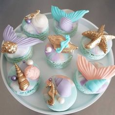 Birthday parties 530298924874568778 - Mermaid Unicorn Birthday Party Cakes Cupakes Macarons The Iced Sugar Cookie by Taartje van lot Source by bernadettedemai Mermaid Birthday Cakes, Unicorn Birthday Parties, Birthday Party Decorations, Mermaid Table Decorations, Mermaid Cookies, Mermaid Cupcakes, Sirenita Cake, Cute Baking, Kids Baking