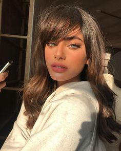 The Best Bangs For Your Face Shape - Pretty people Redhead Girl, Brunette Girl, Beauty Makeup, Hair Makeup, Hair Beauty, Pretty Blonde Girls, Belle Silhouette, Summer Haircuts, Hairstyles With Bangs