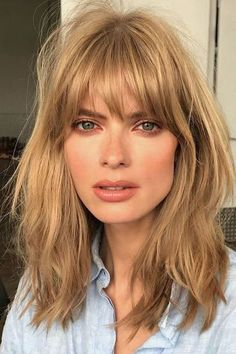 "'s ""Cream Soda"" Hair Trend Is Now Sweeping New York Blonde Hair Color Cream Soda Celebrity Trend Gigi Hadid – Farbige Haare Medium Hair Styles, Short Hair Styles, Bangs Medium Hair, Shoulder Length Hair Bangs, Mid Length Hair With Bangs, Fine Hair Bangs, Layered Haircuts Shoulder Length, Shoulder Haircut, Bangs With Medium Hair"