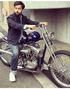 Ishqbaaz actor Nakuul Mehta, or as we know him, Shivaay Singh Oberoi has become a very famous name in the entertainment industry. The actor Nakul Mehta, Famous Names, Mens Attire, Popular Shows, New Week, My Collection, Hollywood Stars, My Hero, Bollywood