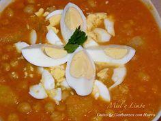 Miel y Limón : GUISO DE GARBANZOS CON HUEVO DURO Thai Red Curry, Ethnic Recipes, Food, Limeade Recipe, Chickpeas, Legumes, Essen, Meals, Eten