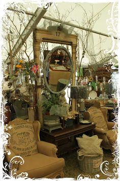 Round Top Texas Flea Market // look at the chairs and mirror! Antique Fairs, Antique Show, Antique Market, Vintage Market, Antique Stores, Vintage Shops, Flea Market Booth, Flea Market Style, Flea Market Finds