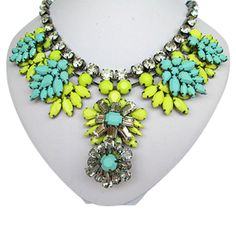9thandelm.com Gorgeous colors in this necklace!