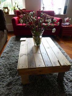 Tafel vervaardigd van sloophout.