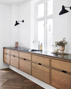 Classic lines in our design called Hoelgaard. Made in Danish oak with a marble w