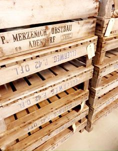 Best of the Past - Industrial vintage wooden fruit crates. These 40-50 year old crates look great and give you an original storage solution.  ( picture: Homestock Haarlem)