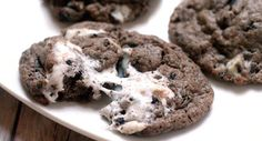 Marshmallow Oreo Chip Cookies are a sort of everything-but-the-kitchen-sink chocolate cookie recipe with gooey marshmallows, Oreos, and Cookies 'N Cream Bar