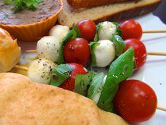 Mozarella, šunka, pečeňová pomazánka, spravte si skvelé raňajky ... www.vinopredaj.sk  #ranajky #breakfast #mozarella #pomazanka #sunka #ham #syr #cheese #pita #chlieb #bread #cicer #cicerovapomazanka