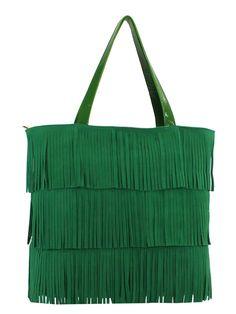 Bolsa Feminina de couro camurça, com detalhes e alças em couro verniz. Franjas de couro em três camadas.