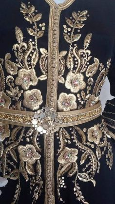روعة تطريز...تنبات embroidery - caftan gallery Bead Embroidery Jewelry, Gold Embroidery, Embroidery Applique, Embroidery Dress, Embroidery Designs, Caftan Gallery, Fantasy Gowns, Moroccan Caftan, Caftan Dress