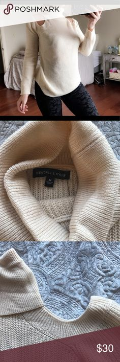 Kendall & Kylie sweater Shoulder to shoulder  18 Pit to pit 18 Sleeve 24 Length from neck seam down 22 Kendall & Kylie Sweaters