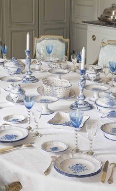 Easter Breakfast Table Setting with Royal Copenhagen, Musse Blue And White China, Blue China, French Decor, French Country Decorating, Breakfast Table Setting, Beautiful Table Settings, White Dishes, Deco Table, Decoration Table