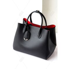 Shop vizor black solid color pendant tote bag here, find your totes at dezzal, huge selection and best quality. Fashion Handbags, Purses And Handbags, Fashion Bags, Leather Handbags, Leather Bag, Beautiful Handbags, Beautiful Bags, Sacs Tote Bags, How To Have Style
