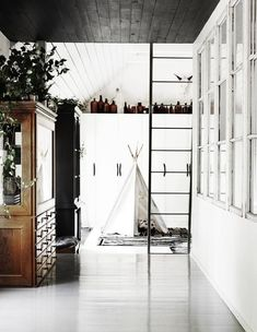 Tipi in you house//Lotta Agaton—Pia Ulin Style At Home, The Dark Side, Interior Styling, Interior Design, Scandinavian Home, Home And Deco, White Houses, My New Room, Home Fashion