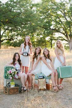 Sesión de fotos en grupo. Pasad el día en compañía de un fotógrafo profesional con tus amigas quedará para la posteridad. Si además antes habéis hecho la beauty party seguro que quedaréis la mar de monas. #plans #friends #party #balloons #wedding #bachelorette