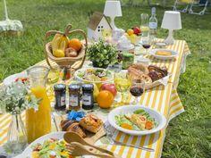 オトナになった今だからこそ!休日にピクニックを楽しむためのポイント Gingham Wedding, Picnic Birthday, Those Recipe, Party Items, Simple Pleasures, Beach Fun, Event Decor, Food Styling, Summer Fun