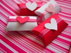 cajas papel higienico Valentine Crafts For Kids, Valentine Treats, Valentines Diy, Happy Valentines Day, Toilet Roll Craft, Boxes And Bows, Paper Roll Crafts, Pillow Box, Mini Scrapbook Albums