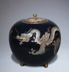 a lidded copper-body cloisonné enamel vase with a dragon motif from the collection of the V Probably from Nagoya, it is dated to 1880-1890