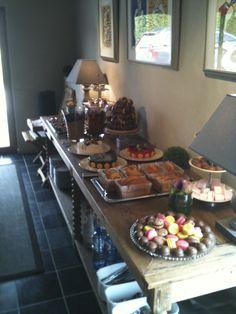 #desserttafel gaan opzetten bij een klant. Leuk om al die kleurkes tezamen te zien