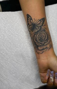 Realistic Butterfly Tattoo, Small Shoulder Tattoos, Stylist Tattoos, Flower Tattoos, Black Tattoos, Tatoos, Tatting, Body Art, Piercings