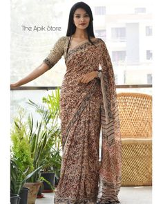Check out this collection of best formal office wear sarees collection online from the brand The Apik store. Simple Sarees, Trendy Sarees, Stylish Sarees, Fancy Sarees, Stylish Dresses, Cotton Saree Blouse, Saree Blouse Neck Designs, Saree Blouse Patterns, Formal Saree