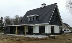 Kleine Fluitersweg 12, Wenum Wiesel Building Design, Building A House, Black House Exterior, Bungalow Renovation, Garden Architecture, House Extensions, Simple House, Exterior Design, Modern Farmhouse