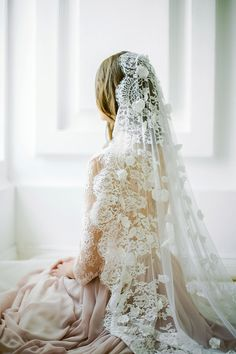 Off-white scalloped edge wedding veil with hand-se…Edit description Bridal Veils And Headpieces, Headpiece Wedding, Wedding Veils, Bridal Dresses, Bridesmaid Dresses, Stunning Wedding Dresses, Wedding Attire, Bridal Collection, Bridal Style