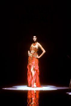 Yasmeen Ghauri at Versace spring/summer 1992