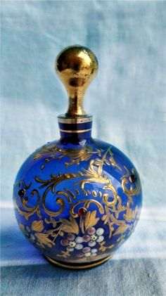 Antique Bristol Blue Moser Glass Scent Perfume Bottle with Gilt Enamel Bristol, Antique Perfume Bottles, Vintage Bottles, Objets Antiques, Perfumes Vintage, Beautiful Perfume, Bottle Art, Potion Bottle, Ocean Bottle