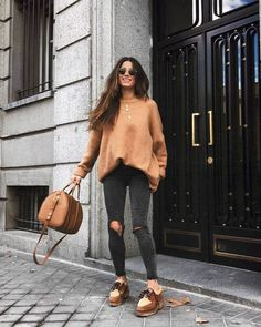 30 chic fall outfits to inspire yourself. Cute Fall Outfits, Trendy Outfits, Winter Outfits, Winter Dresses, Jumper Outfit, Brown Sweater, Ladies Dress Design, Cute Fashion, Trendy Fashion