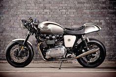 Silver Triumph Thruxton