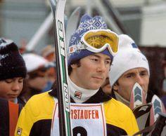 Ingemar Stenmark i den klassiska mössan. Elan Ski, World Cup Skiing, Ski Posters, Travel Posters, Ski Racing, Alpine Skiing, Vintage Ski, Tennis Players, Sportswear Brand