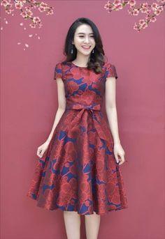 thoitrangdamdep.net - Đầm xòe gấm tay con có túi kèm dây màu đỏ
