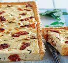 Πανεύκολη τάρτα γιαουρτιού με λιαστή ντομάτα και δυόσμο Party Recipes, Rolls, Bread, Food, Pies, Buns, Bread Rolls, Breads, Baking
